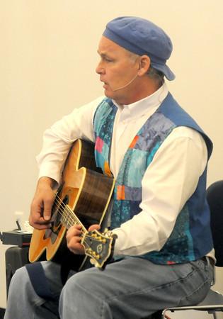 Newbury: Marcus Gale performs at teh Newbury Library Saturday morning. Jim Vaiknoras/staff photo