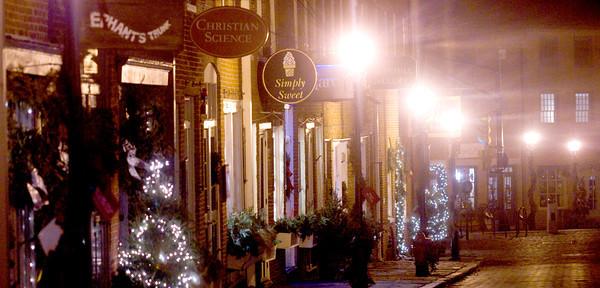 Newburyport: Street lights and Christmas lights illuminate Inn street in Newburyport. Jim Vaiknoras/staff photo