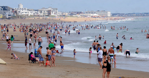 Salisbury: Crowds flocked to Salisbury Beach this weekend to escape the heat. Jim Vaiknoras/Staff photo
