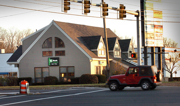 Salisbury: The TD Bank branch at Cross Roads Plaza in Salisbury closing to merge with the one in Amesbury. Bryan Eaton/Staff Photo