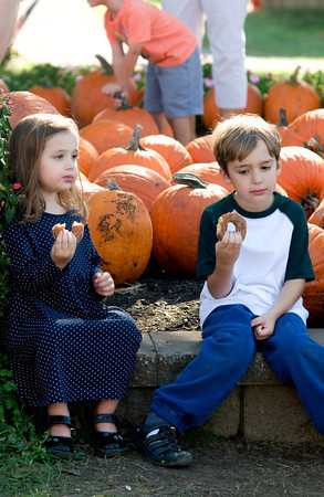 Amesbury: Rachel Casson , 3, and her brother Mitchell , 6,  eat apple cider donuts on a warm Indian Summer day Saturday at Cider Hill Farm in Amesbury. Jim Vaiknoras/Staff photo