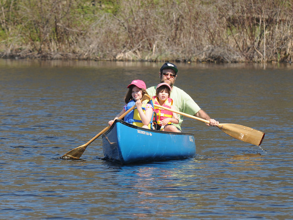 Amesbury: Samantha, 9, Connor 5, and their dad Tom Jordan paddle their canoe around Lake Gardner in Amesbury on a warm Monday afternoon. Jim Vaiknoras/staff photo