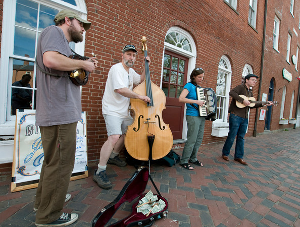 Newburyport: The Gin Mill Julep of Portland Me. perform in Market Square in Newwburyport Saturday afternoon. The group had a gig later that night in Byfield and used the time to warm up and help promote it. Jim Vaiknoras/staff photo