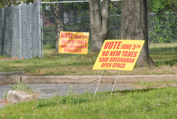 Newburyport: Anti tax increase signs on Murphy Road in Newburyport. Jim Vaiknoras/staff photo