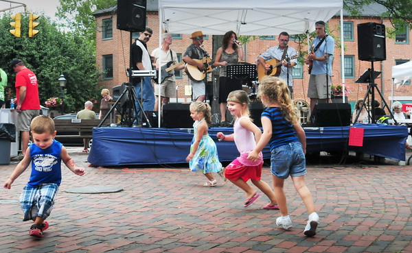 Newburyport: Youngsters get into the groove of the music from Shaky Ground yesterday afternoon in Market Square. From left, Colin Belloise, 3, and his sister Kendall, 4, far right of Everett;  Bianca DaSilva, 4, of Wakefield and Nicolette Skane, 4, of Medford. Bryan Eaton/Staff Photo