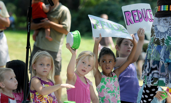 Newburyport: Kids jin in as Vic and Sticks sing songs about the enviroment at Family Day in Maudslay Saturday. Jim Vaiknoras/staff photo