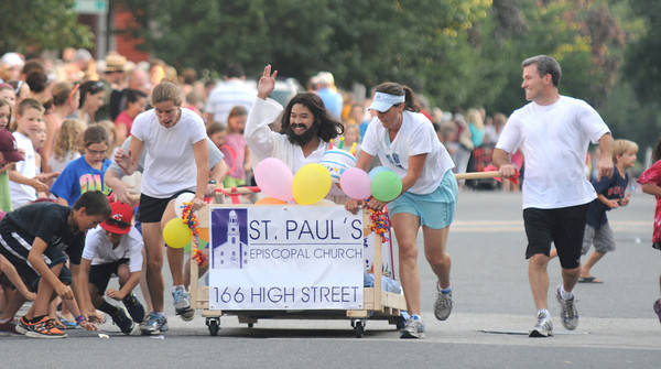 Newburyport: The team from St. Paul Chruch gets close to the crowd at the annual Yankee Homecoming Bed Race. Jim Vaiknoras/staff photo