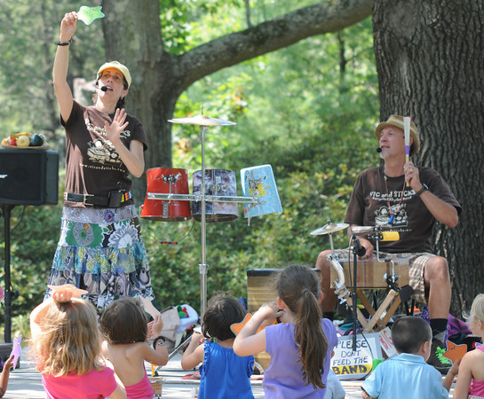 Newburyport: Vic and Sticks sing songs about the enviroment at Family Day in Maudslay Saturday. Jim Vaiknoras/staff photo
