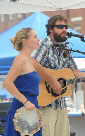 Newburyport: LJ Tufts and Arty Raynes perform in Market Square Friday. Jim Vaiknoras/staff photo