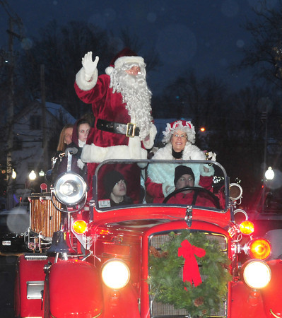Amesbury:Santa and Mrs.Claus make their way down Main Street as a light snow falls at the annual Amesbury Parade Saturday.. Jim Vaiknoras/staff photo