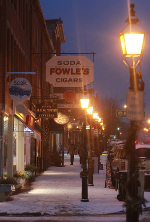 Newburyport: A fresh coating of snow greets shopper as they make their way up state Street in Newburyport Sunday night. Jim Vaiknoras/staff photo