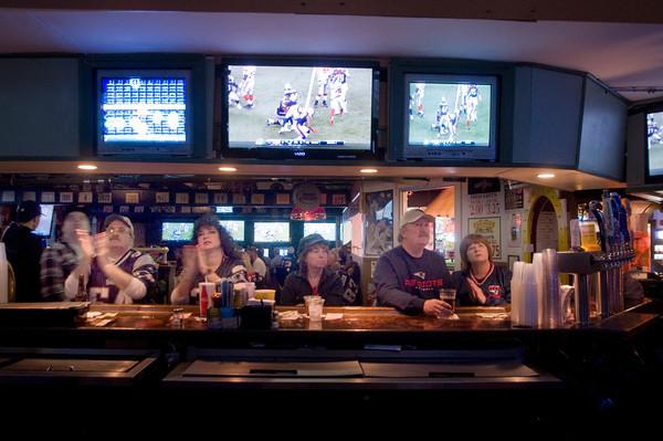 Salisbury: Fan sit at the bar watching teh Superbowl at the Winner Circle in Salisbury. JIm Vaiknoras/staff photo