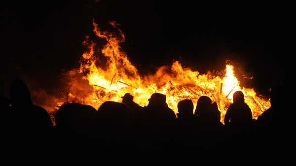 Newbury: A huge crowd watch the flames rising in the night at the  Annual Town of Newbury Christmas Tree bon fire Saturday night at the Spencer Pierce Little Farm. JIm VAiknoras/staff photo