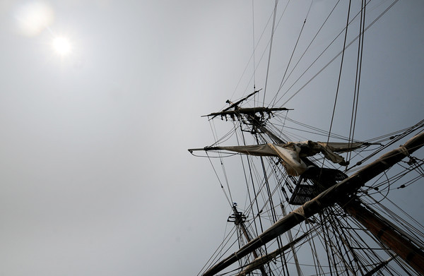 Newburyport:Bounty crew works furles the sail on the 115 ft main mast as the ship sits along the Newburyport waterfront. Jim Vaiknoras/staff photo