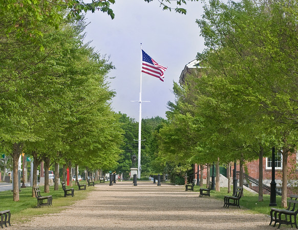 Newburyport: The prominade along the north side of the Bartlett Mall. JIm Vaiknoras/staff photo