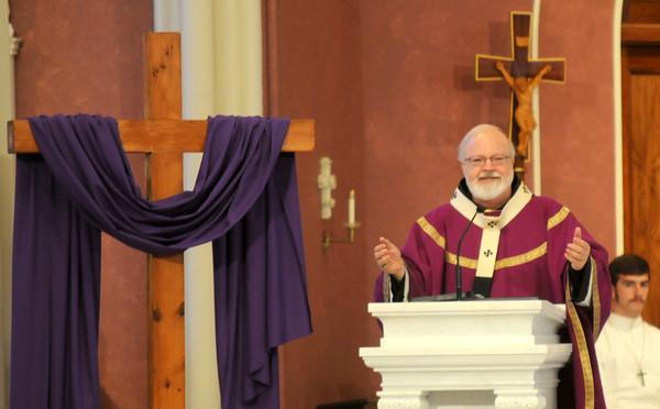 Amesbury: Cardinal O'Mally celerates Mass at the Holy Family Church in Amesbury Saturday night. JIm Vaiknoras/staff photo