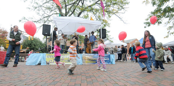 Newburyport: Kids run around dancing as Stonespring performs in Market Square at the Annual Harvest Festival in Newburyport. Jim Vaiknoras/staff photo