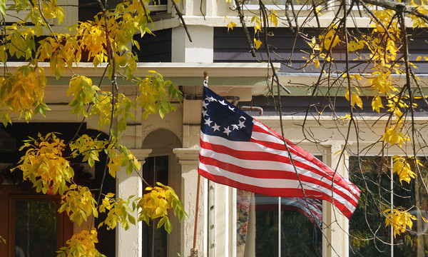 Newburyport: A colonial American Flag flies among the foliage on High Street in Newburyport Sunday morning. JIm Vaiknoras/staff photo