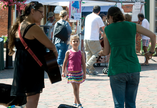 Newburyport: Noelle Filipponi, 5, of West Newbury, dances as Elisha Foley and Krissy Mendosa  play in Market Square in Newburyport Saturday. Jim Vaiknoras/staff photo