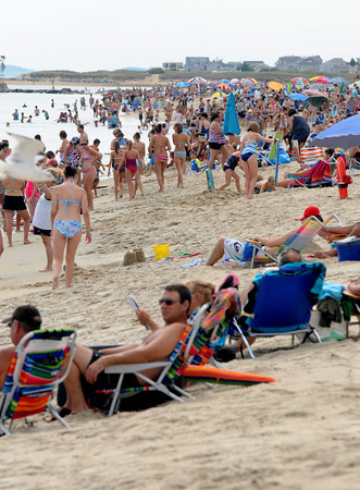 Salisbury: Crowds fill Salisbury Beach for the Labor Day weekend. Jim Vaiknoras/staff photo