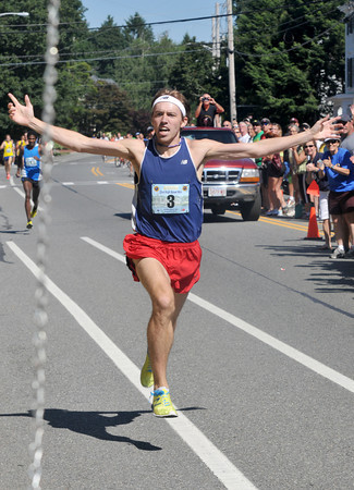 Newburyport: Pat Fullerton breaks the course record and 4 min in the High Street Mile. Jim Vaiknoras/staff photo