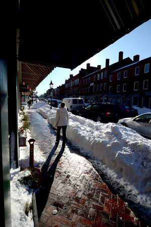 Newburyport: The bright afternoon sun reflects off melting snow on State Street in Newburyport Sunday afternoon. Jim Vaiknoras/staff photo