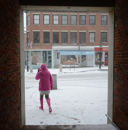 newburyport: A lone pedestrian heads down State Street in Newburyport as the snow fom the leading edge of Nemo. JIm Vaiknoras/staff photo