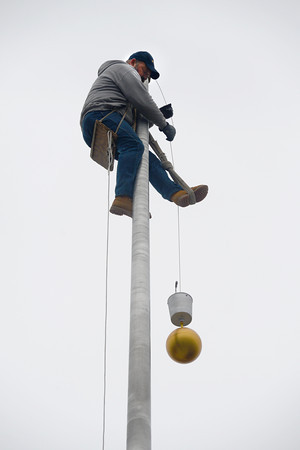 Newburyport: Charlie McCarthy of Accent Banner of Medford perches on a flag pole 60ft above the entrance to the Newburyport District Court Friday. McCarthy was there to replace the fallen ball shaped finial that had fallen from the pole. Jim Vaiknoras/staff photo