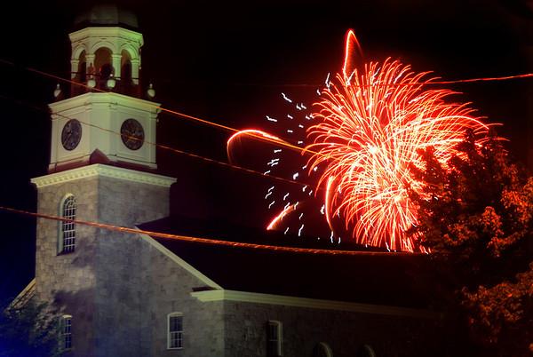newburyport: Saturday nights Yankee Homecoming fireworks light up the sky over St Paul's Church in Newburyport.Jim Vaiknoras/Satff photo August 2, 2009