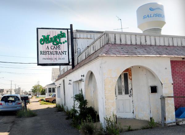Salisbury: The closed Mangia Cafe on North End Boulevard in Salisbury. Bryan Eaton/Staff Photo