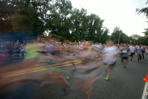 JIM VAIKNORAS/Staff photo Runners in the Lions Club Yankee Homecoming 5k take off on High Street in Newburyport.