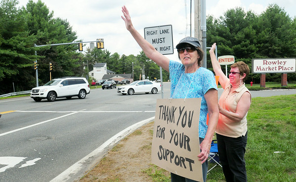BRYAN EATON/ Staff Photo. Motorists beep their horns in support of Market Basket employees at the Rowley location yesterday afternoon.