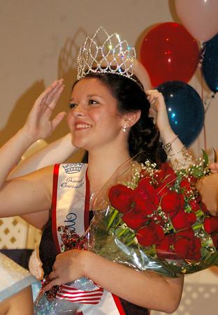 Angeljean Chiaramida/staff photo Miss Seabrook Jaelene Morse is crowned Saturday night at the Seabrook Community Center.