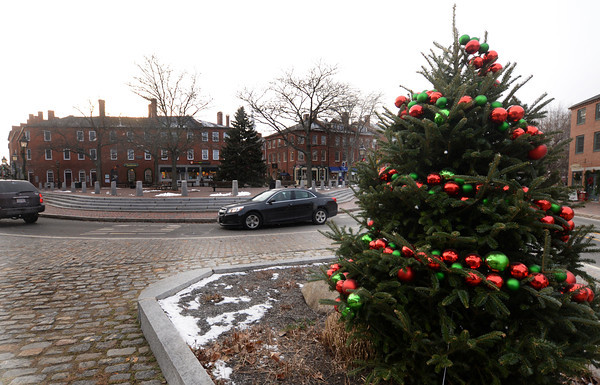 Newburyport: Snow flurries fall in Market Square Friday afternoon, giving a small preview of the snow expected this weekend. Jim Vaiknoras/staff photo