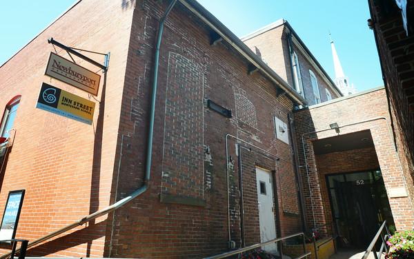 JIM VAIKNORAS/Staff photo Entrance to the Inn Street Montessori school in Newburyport.