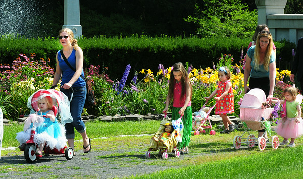 BRYAN EATON/ Staff Photo. Youngsters parade around Atkinson Common in the Carriage and Bike Parade.