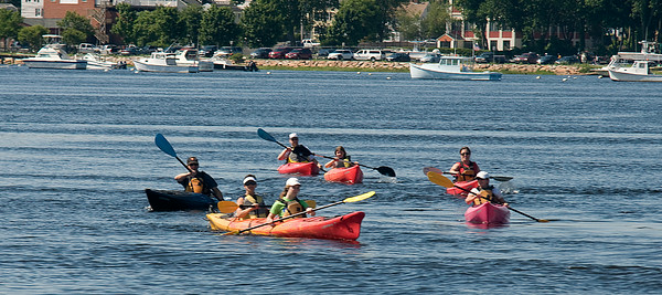 JIM VAIKNORAS/Staff photo Kayakers paddle their way up the Merrimack River