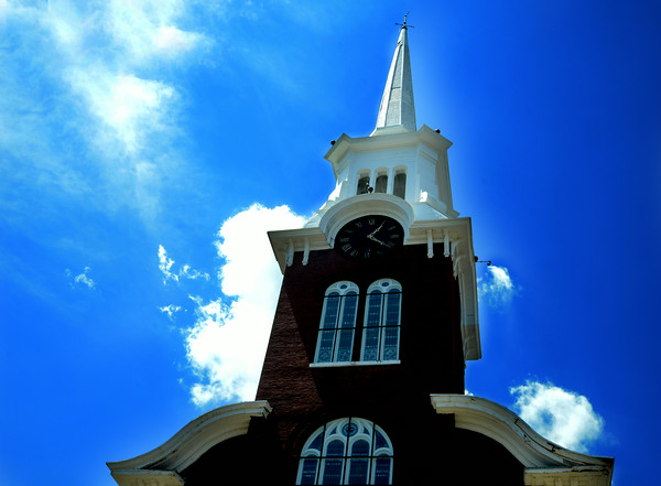 JIM VAIKNORAS/Staff photo The Central Congregational Church on Titcomb st in Newburyport.