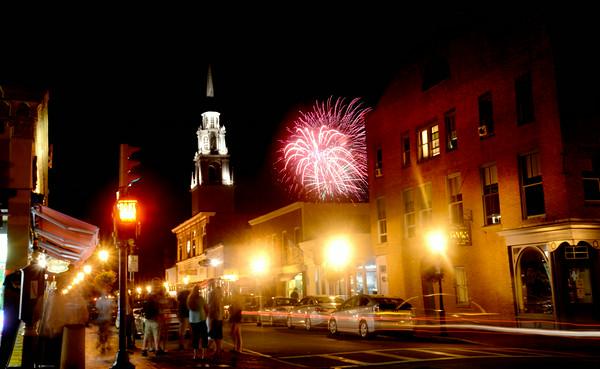 Newburyport: The Yankee Homecoming fireworks explode over Pleasent Street. Jim Vaiknoras/staff photo