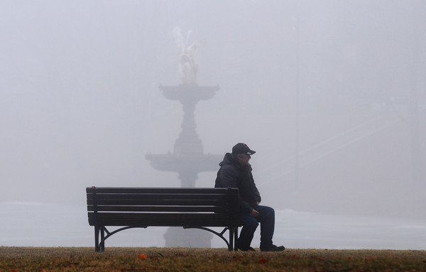 Newburyport: A man sit on a bench at the Bartlet Mall in Thursday's heavy fog. Jim Vaiknoras/staff photo