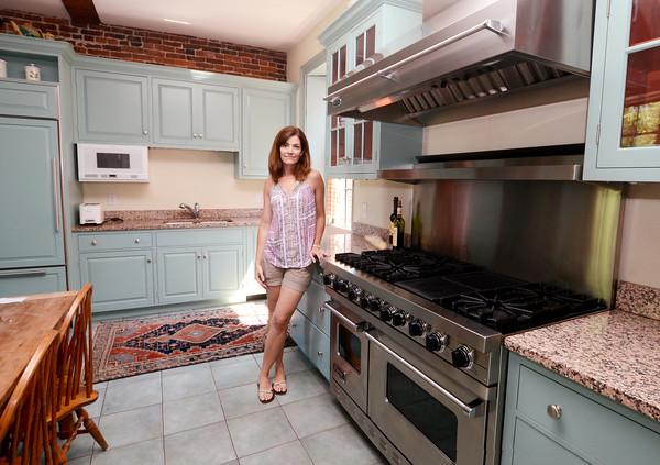 Newburyport: Michelle Fox in her kitchen at 17 Federal Street in Newburyport. Jim Vaiknoras/staff photo