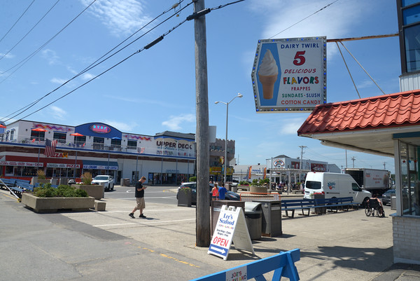 JIM VAIKNORAS/Staff photo Salisbury beach center