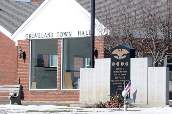 Groveland. Groveland Town Hall and Veteran's Memorial. Jim Vaiknoras/staff photo