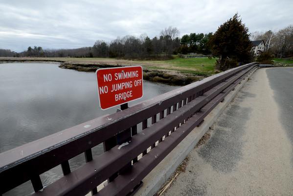 JIM VAIKNORAS/Staff photo <br /> New sign on the Thurlow Bridge in Newbury.
