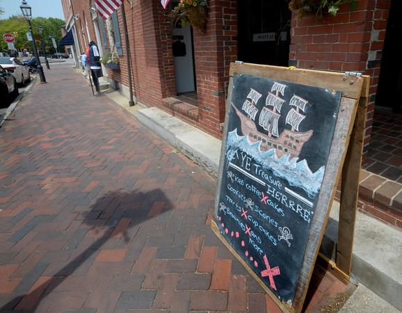 JIM VAIKNORAS/Staff photo Sign welcoming sailors from El Galeon at Buttermilk Bakery on Liberty Street in Newburyport.