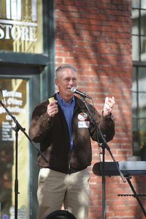 Amesbury; Amesbury Mayor Thatcher Kezer at the Pro Amesbury Rally in Market Square. Jim Vaiknoras/staff photo