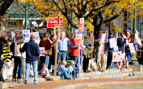 """Amesbury: Over 100 people showed up in Market Square in Amesbury for the """"I am Pro Amesbury"""" Sunday afternoon. Jim Vaiknoras/staff photo"""