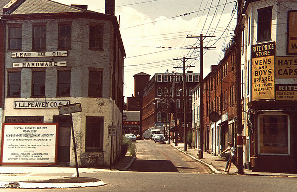 Newburyport:Looking up Inn Street from from Merrimack.  IN COLOR<br /> Photo by Urban Renewal/Newburyport Daily News. Sunday, March 4, 2007