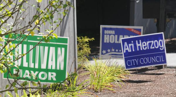 Newburyport: Politcal signs along Merrimac Street in Newburyport.Jim Vaiknoras/staff photo.
