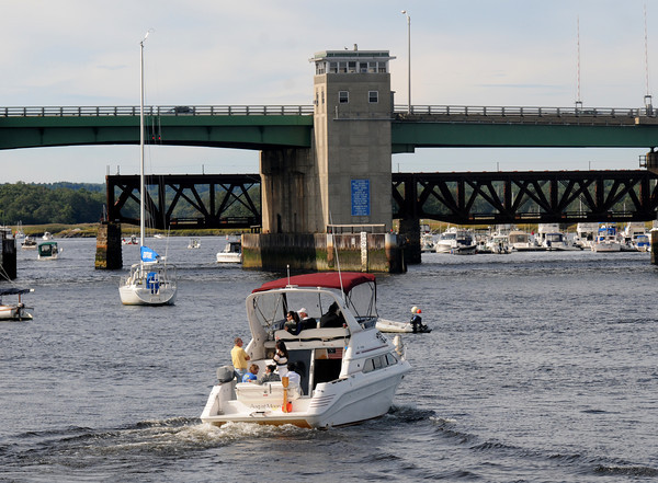 newburyport: Boaters head up river towards the Gillis Bridge late Sunday afternoon. Jim Vaiknoras/staff photo
